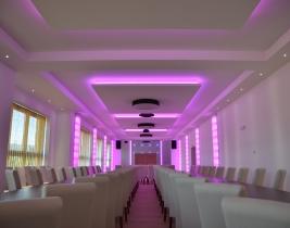 led osvetlenie reštaurácie ružová